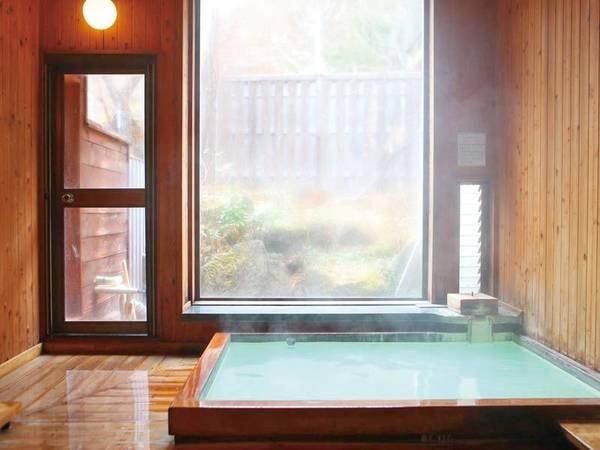 【カントリーハウス渓山荘】乳白色のかけ流し硫黄温泉とカントリーディナー。ちょっと洋風の山の小さな湯宿で、「湯」・「食」・「木」の温もりをご堪能ください。