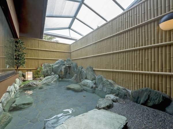 【旅亭 萬葉】金沢の奥座敷に佇む隠れ湯宿。 歴史ある名湯とともに加賀野菜や日本海の鮮魚に舌鼓