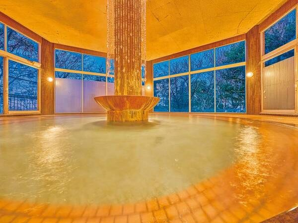 【湯快リゾート NEW MARUYAホテル別館】夕食は感染症対策を施した「あんしんバイキング」。豊かな自然に囲まれた開放的な天然温泉でゆったりと寛げる