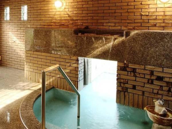 【貸切風呂】姉妹館 渡月庵にある貸切風呂『夢蔵』。源泉かけ流しのお湯が楽しめる