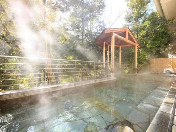 大自然に囲まれた露天風呂