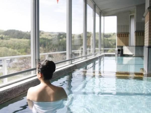 【ニュー鶯山荘】見晴らしの良い展望風呂で名湯「鶯宿温泉」を堪能する、山あいの静かな温泉宿