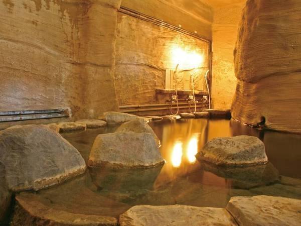 【山の旅籠 山湖荘】全客室囲炉裏付き!洞窟風呂の貸切タイムと、自家源泉の名物トロトロ温泉豆腐でほっこり♪古民家風の宿