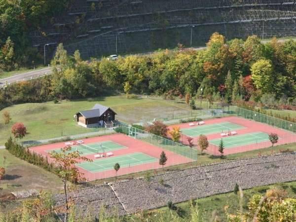 【宿周辺】朝里ダム内テニスコート