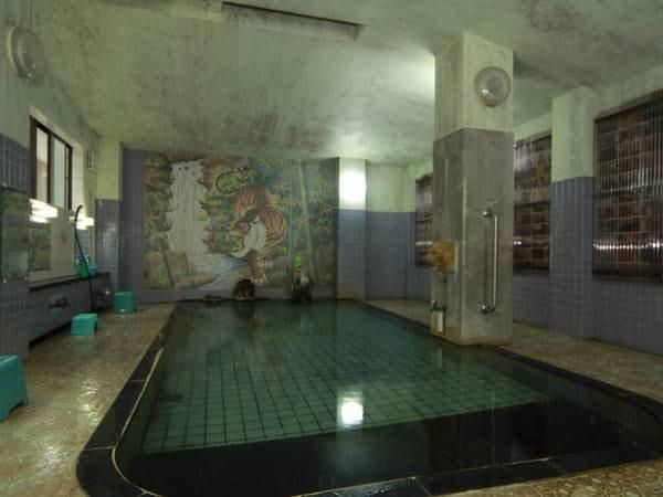 【癒しの源泉かけ流しの宿温海荘】創業350年の老舗旅館。湯量豊富な温泉は源泉かけ流し!