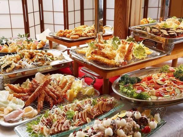 【夕食/ブッフェ一例】海の幸をブッフェもしくは会席料理でご提供