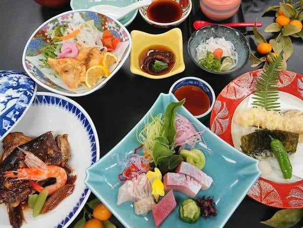 【夕食/会席料理一例】海の幸をブッフェもしくは会席料理でご提供