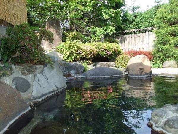 【鶯宿温泉 ホテル鶯】宿の裏手にある元湯から100%源泉掛け流し!豊かな自然の中、鶯宿の歴史を感じることのできる宿