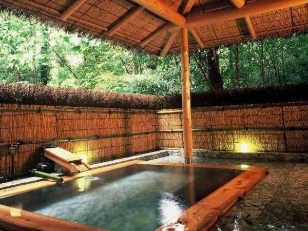 【伊豆高原 城ケ崎温泉 花吹雪】4000坪の森の中にある宿。7つの貸切風呂が楽しめる!
