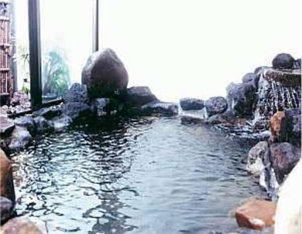 【金福荘】ほのかな温泉情緒と温かいおもてなしでゆったりとお寛ぎ下さい。