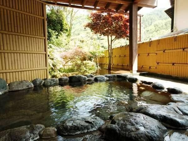 【いろりの宿 三吉】天城の自然に囲まれた、囲炉裏と温泉のある静かな宿。