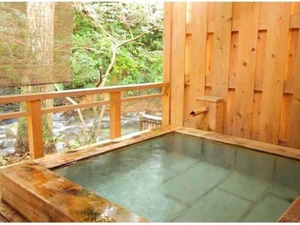【旬彩 つりばし】抹茶風呂と海鮮料理を愉しむ渓流沿いの宿。