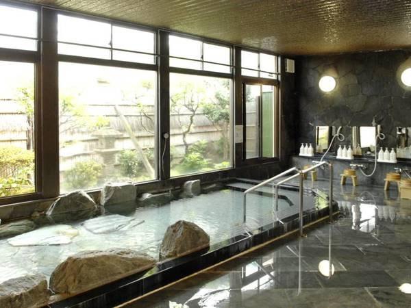 【伊古奈荘【弘法の湯 伊古奈荘】】純和風の全13室。アルカリ性で肌に優しい温泉を、循環しない源泉かけ流し方式で(温度調整のための加水はあり)全ての浴室で楽しめます。