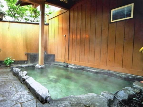 【湯布院温泉 御宿 由府両築】築80年の大正ロマン香る宿。木のぬくもりを感じる館内、4つの貸切風呂で癒しの時間を