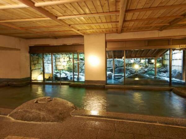 【道後温泉 大和屋本店】道後温泉本館に隣接する数寄屋造りの純和風旅館。能舞台もございます。