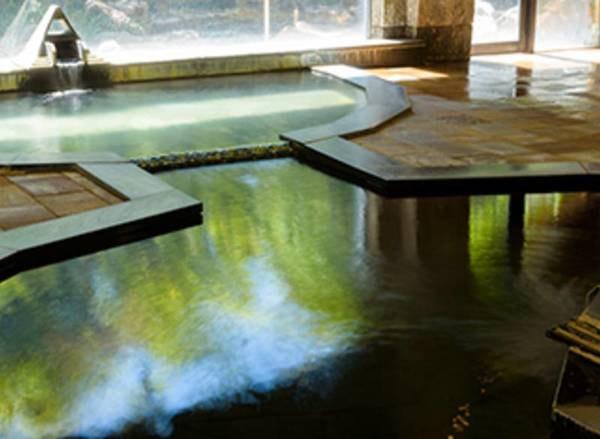 【戸倉上山田温泉 笹屋ホテル】大浴場は勿論、お部屋でも直源泉100%のお湯をお楽しみいただけます。館内全体のゆったりとした空間で日常を忘れお寛ぎください。