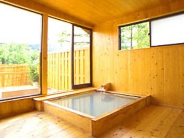 【温泉宿けやき山荘】余年の歴史を秘めた古民家を移築した、趣あるけやき造りの宿。