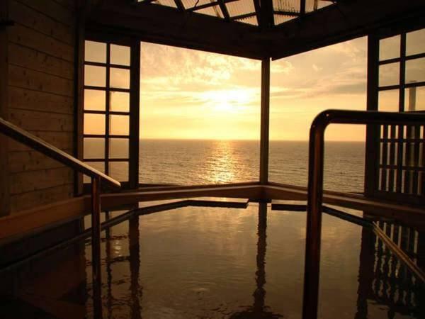 【大清荘】全客室から日本海の美しい夕日を望むことができます。