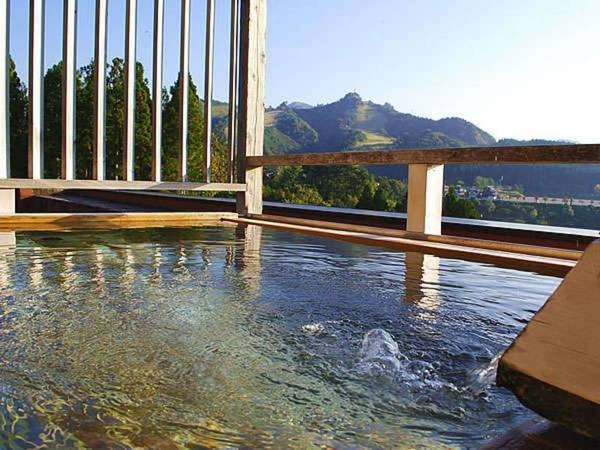 【新胎内温泉 ロイヤル胎内パークホテル】お日にち限定特別価格プランあり!!美肌効果のあるトロッとしたお湯が最大の魅力の温泉です♪時間を忘れておくつろぎください。
