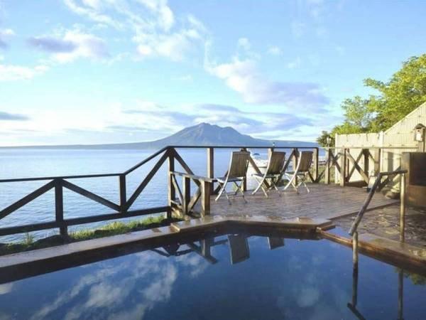 【丸駒温泉旅館】大正4年創業の湖畔の一軒宿。大浴場は支笏湖をすべて見渡せるパノラマウインドウ!季節の情緒をお楽しみ下さい。